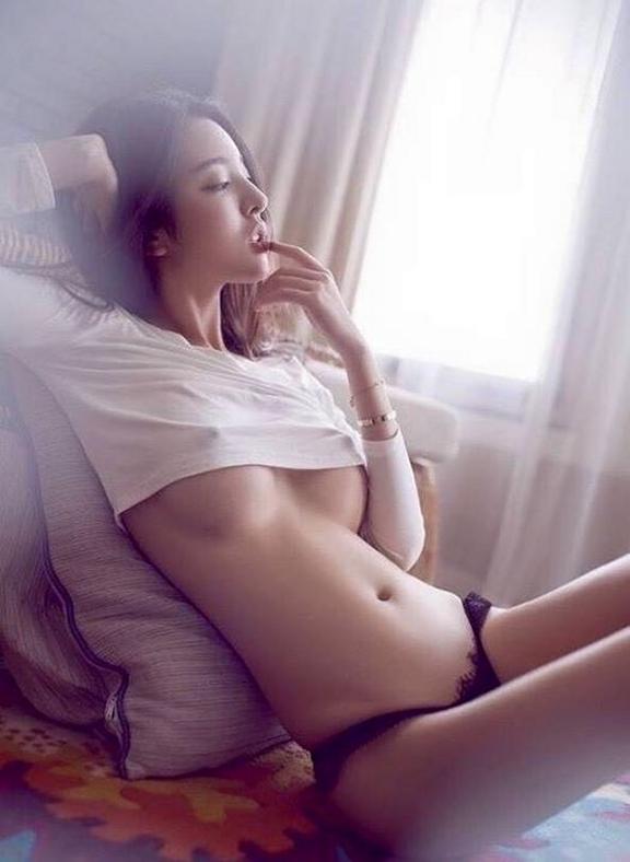 Bikini model sandra