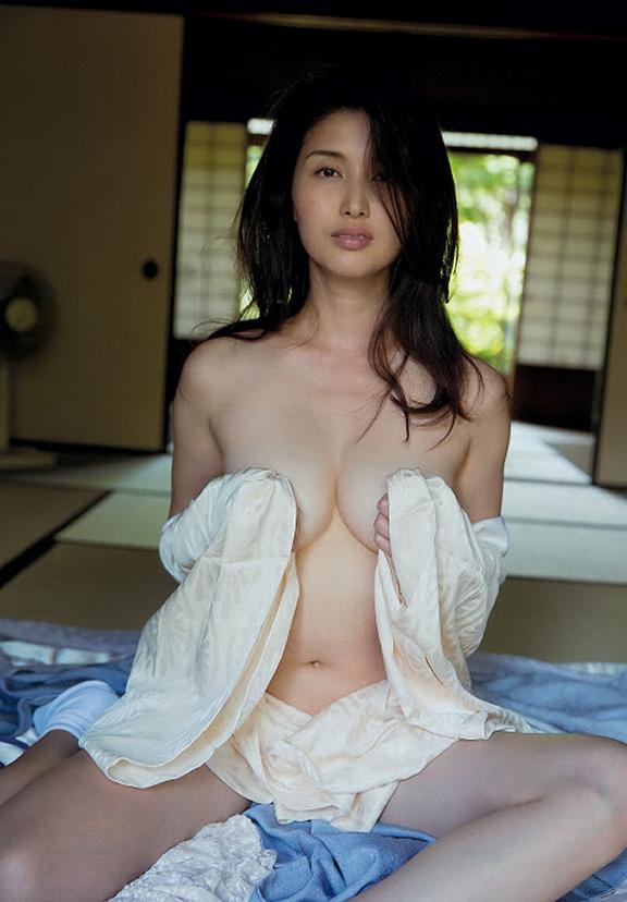 Titties and Pretties - Model of the Week 10