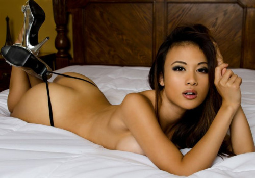 mia-got-banged-by-a-fan-asian-sex-story