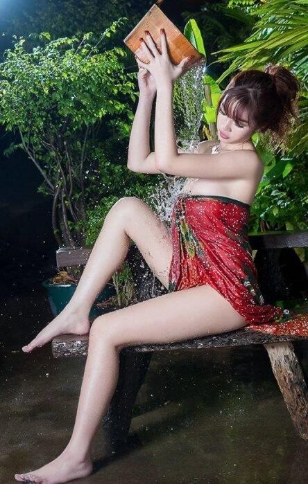 Sexy Bathing Asian | Asian Net Idol 6