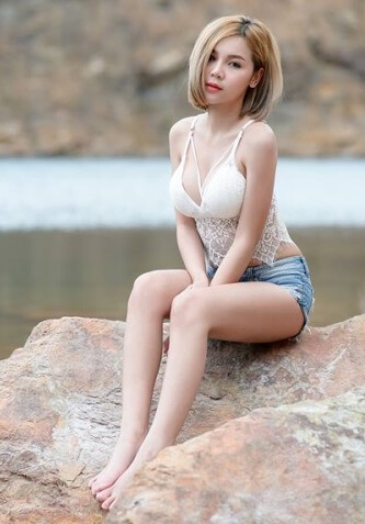 Sexy Chick in Shorts | Hot Asian Girl3